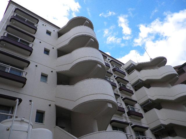 【売主様】  「 大規模改修工事間近の築31年分譲マンション(3DK・約55㎡)  納得できる価格で売却するには・・・? 」    【買主様】  「 希望する立地の物件  将来の住まいを今買うべき・・・? 」